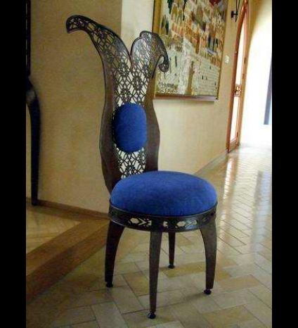 A chair made of iron and laser cutting, with velvet padding